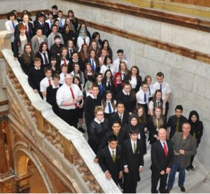 Andy Scott and pupils at Glasgow City Chambers